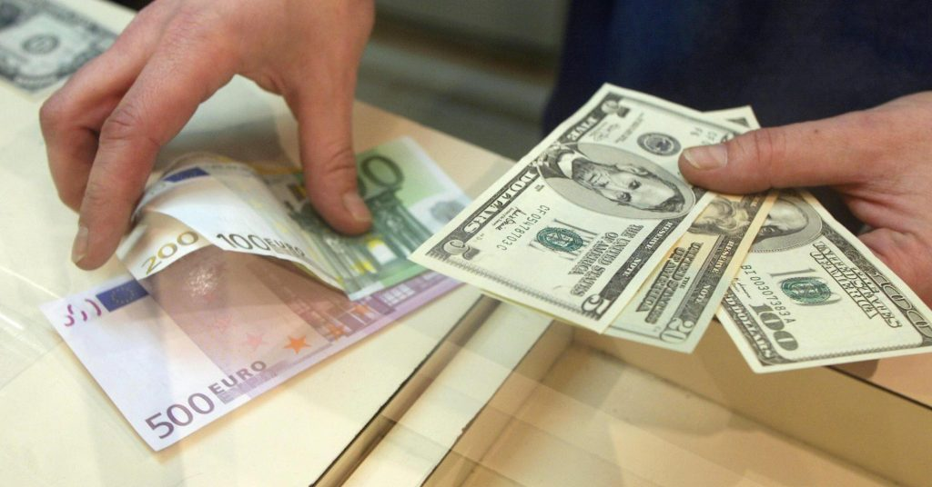 Lek Devalues To Foreign Currencies